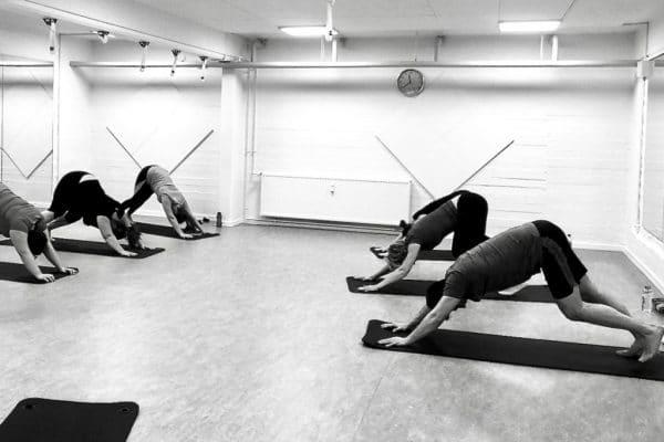Yogahold v Aalborg Pilates Studio