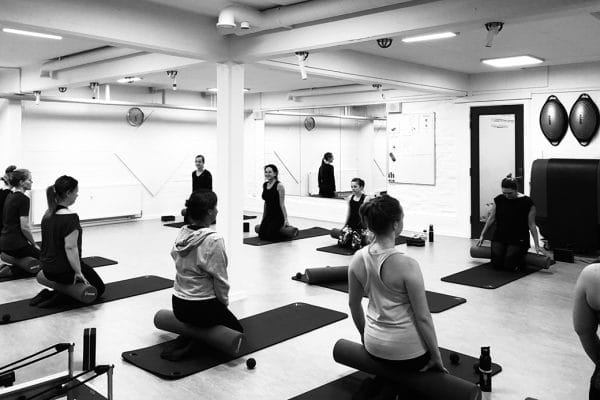 Mobility & Release. Pilatestræning hos Aalborg Pilates Studio.